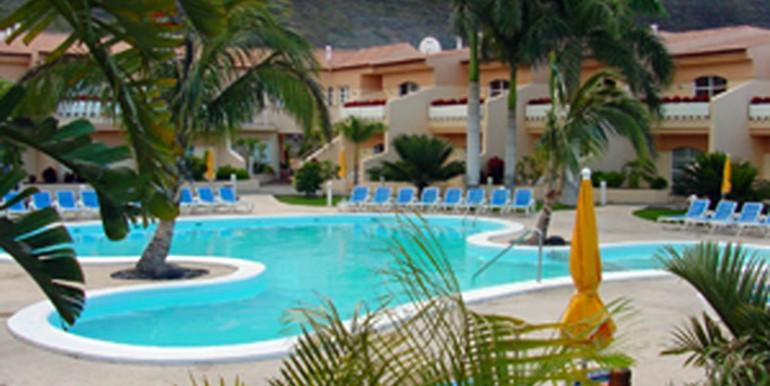 Charco-del-Conde-fachada-y-piscina,-Ref
